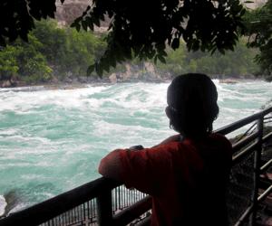 Stacey-Finkelstein-family-in-Niagara falls